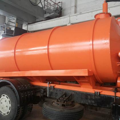 Вакуумная металлическая цистерна (емкость) на прицепе